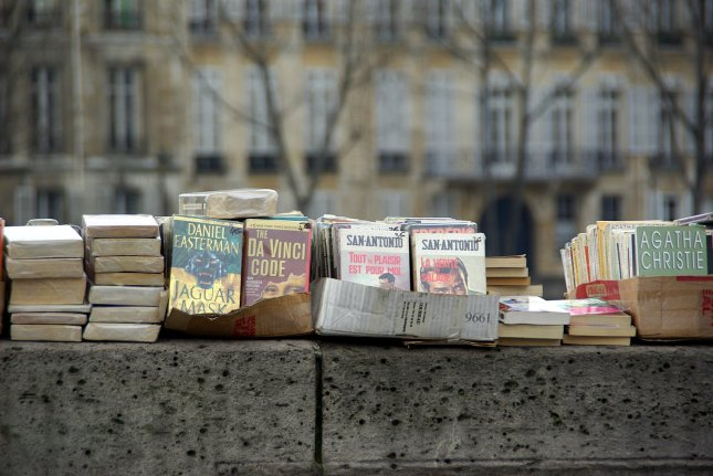 Books for sale - Parisdaily